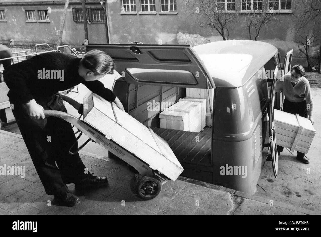 transport / transportation, car, vehicle variants, Volkswagen, transport workers loading VW van, 1960s, Additional - Stock Image