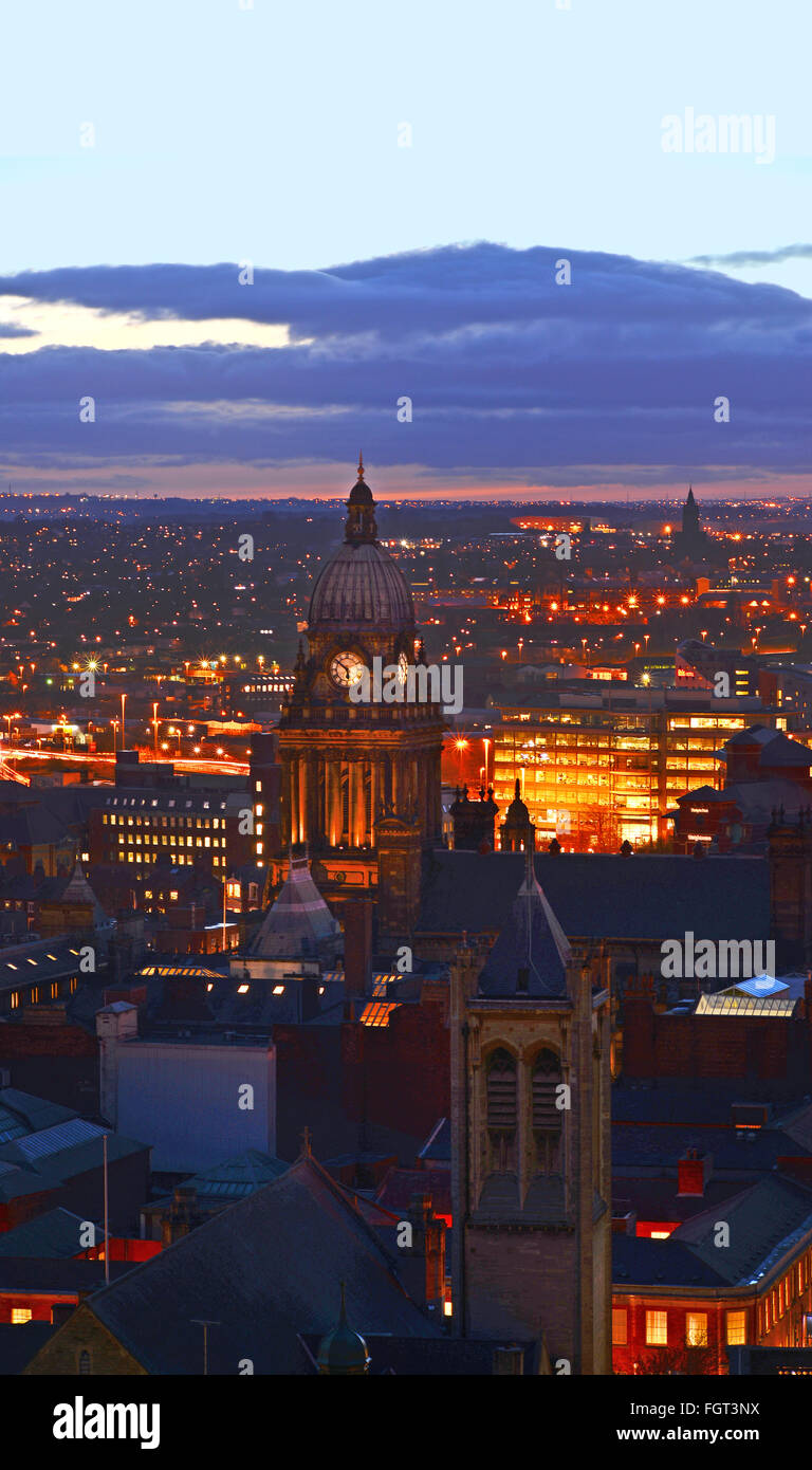 leeds town hall at dusk built in 1858 designed by cuthbert brodrick leeds yorkshire uk - Stock Image