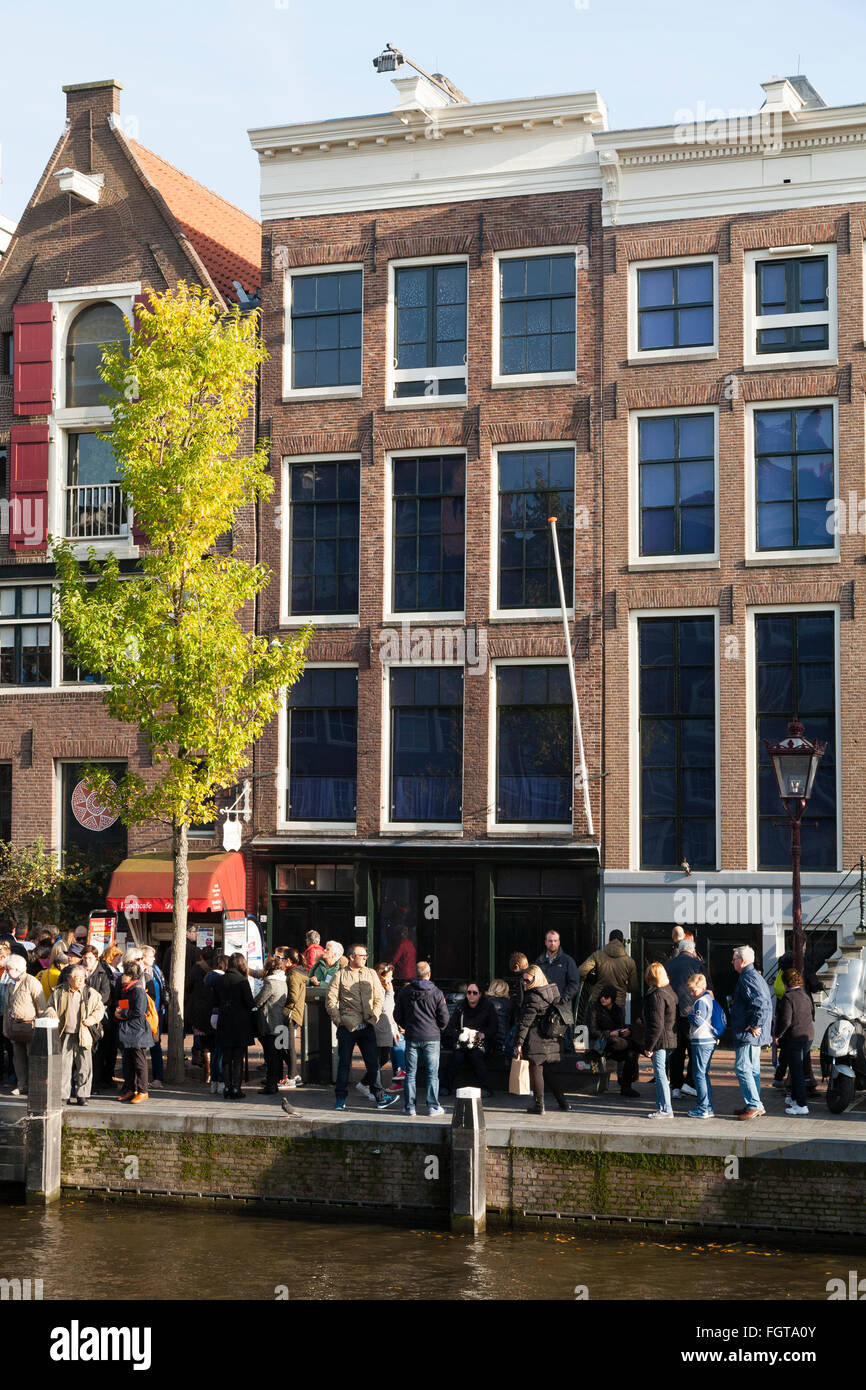 Tourist / tourists / visitors in front of Anne Frank 's House / museum in Amsterdam, Holland. The Netherlands. - Stock Image