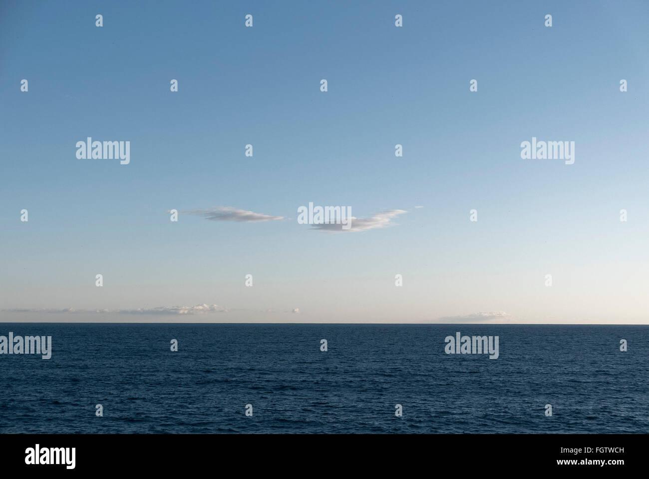 blaues Meer, blauer Himmel, Sanremo, Riviera, Ligurien, Italien   blue sea, blue sky, Sanremo, Riviera, Liguria, - Stock Image