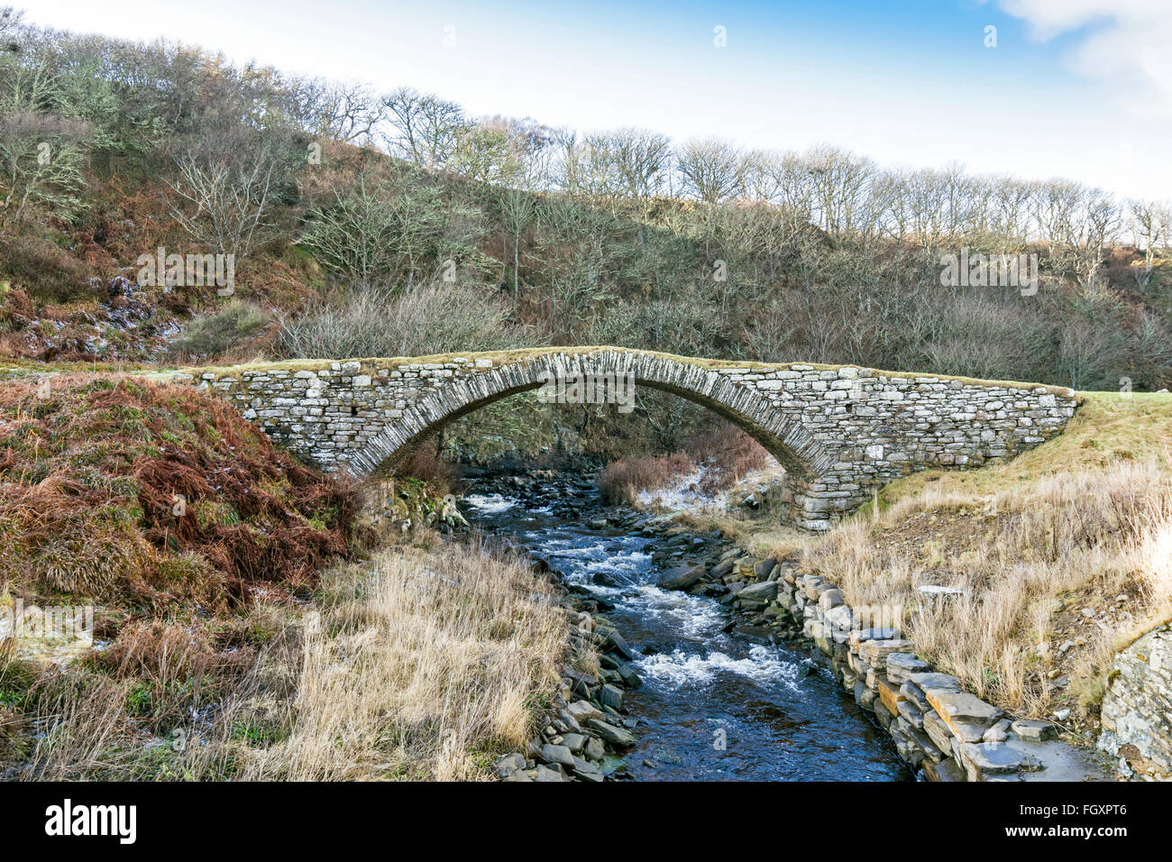 LATHERONWHEEL RIVER FLOWING UNDER A VERY OLD STONE BRIDGE NEAR TO THE HARBOUR AND SEA - Stock Image