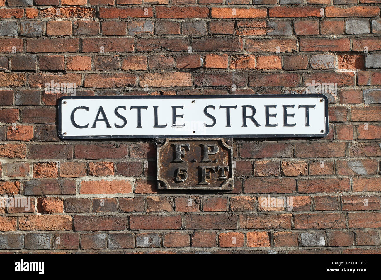 Antique fire point sign on Castle Street in Wallingford - Stock Image