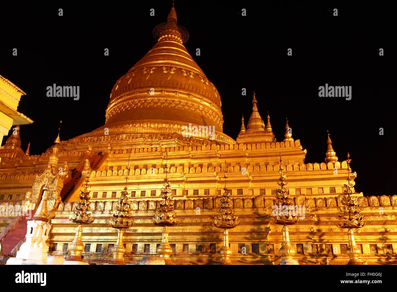 Shwezigon , old Buddhist temples and pagodas in Bagan, Myanmar Stock Photo