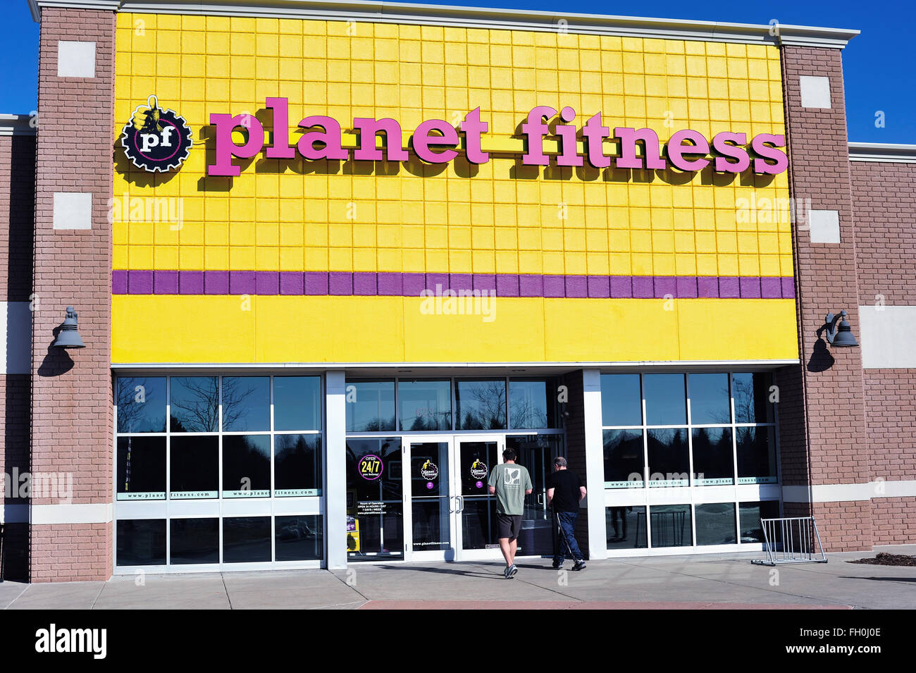 A Planet Fitness franchise location in the suburban Chicago community of Elgin, Illinois, USA. - Stock Image