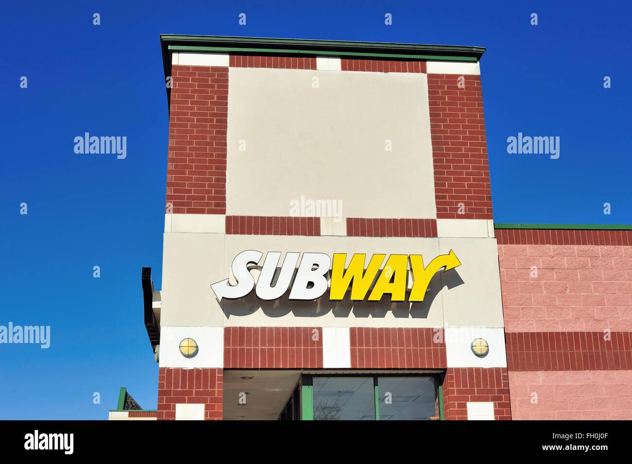 A Subway franchise location in the suburban Chicago community of Elgin, Illinois, USA. - Stock Image