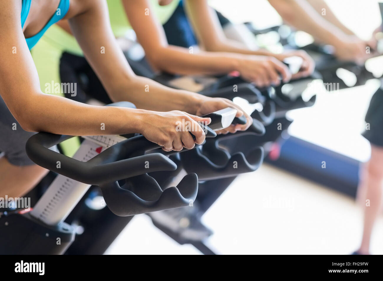 Fit people in a spin class - Stock Image