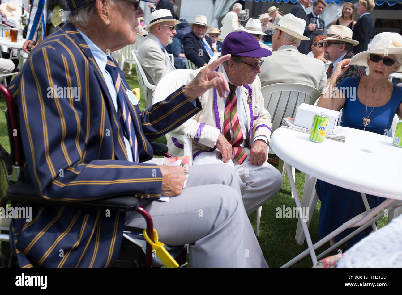 Catching up over drinks at the Bridge Bar at Henley Royal Regatta. - Stock Image