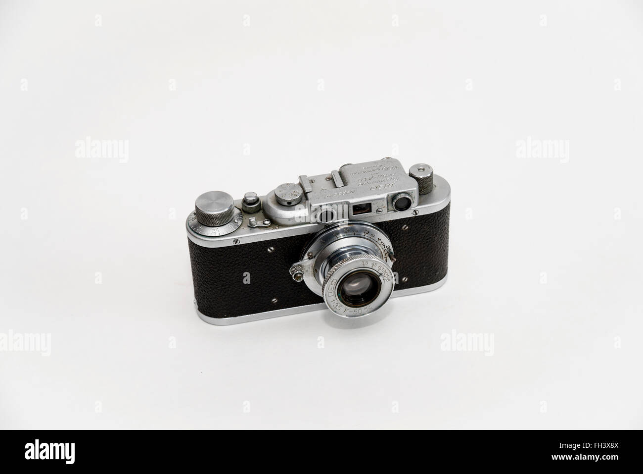 """Front view of rare """"Stalinist"""" FED camera, made in  child labor commune  of the NKVD / KGB / in the 30s of the 20th Stock Photo"""