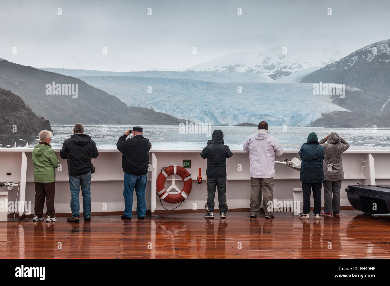 Passengers on board the cruise ship Veendam viewing beautiful glacie - Stock Image