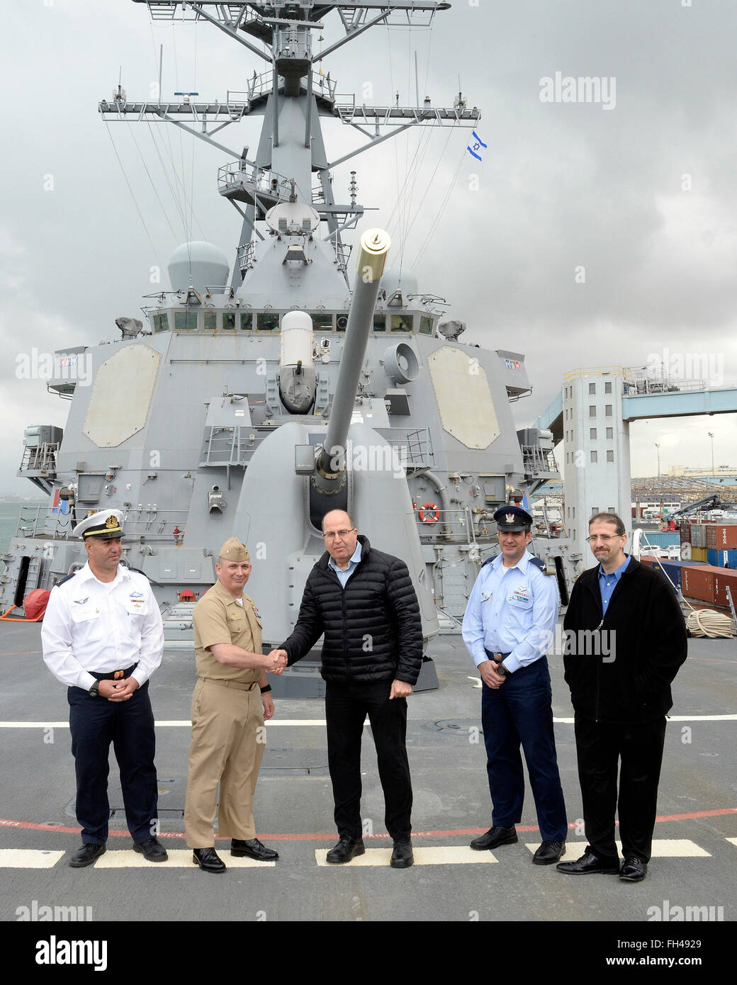 U.S. Ambassador to Israel Dan Shapiro hosted Israeli Minister of Defense Moshe Ya'alon for a visit and tour aboard - Stock Image