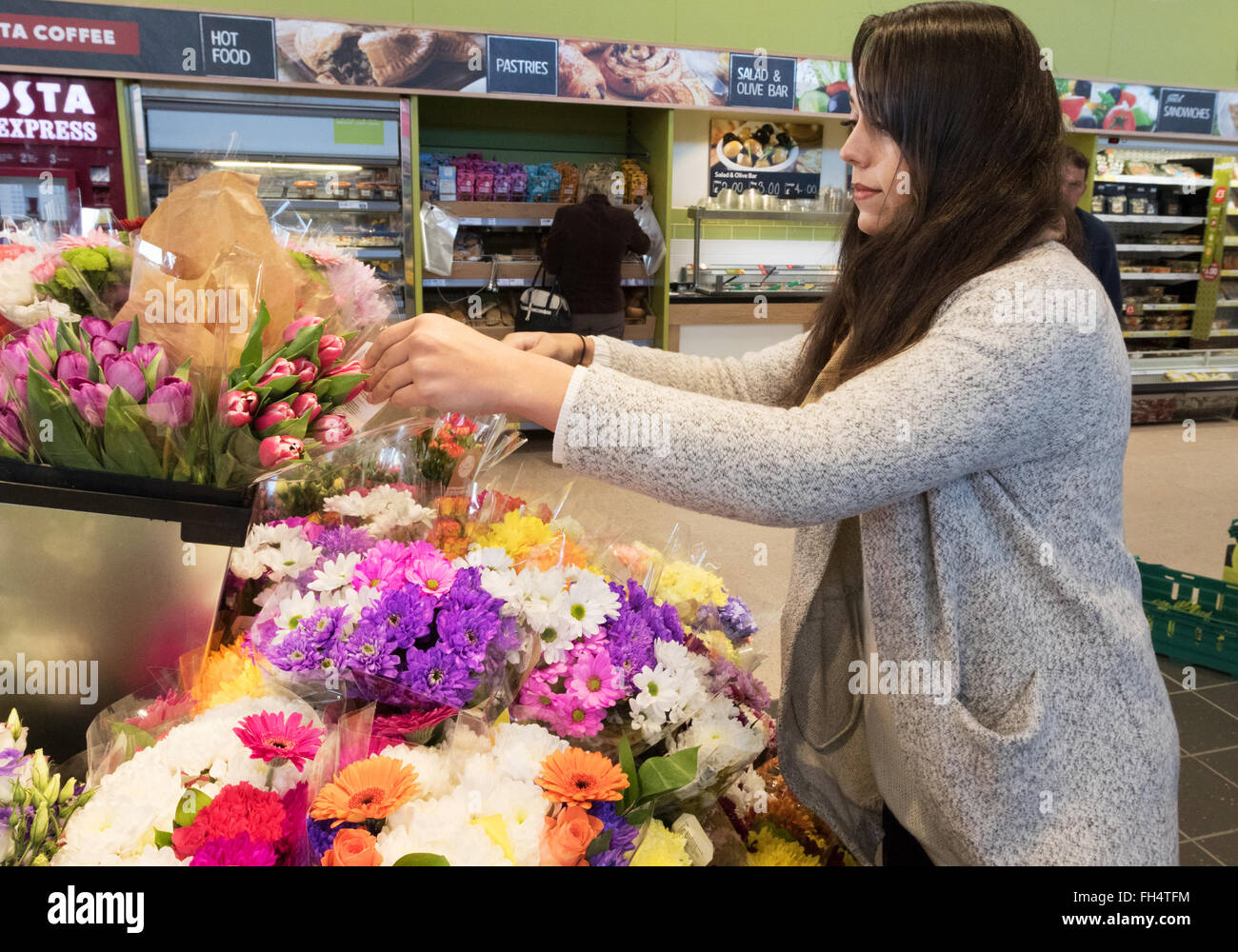 Woman Shopping At Tesco Stock Photos Woman Shopping At Tesco Stock