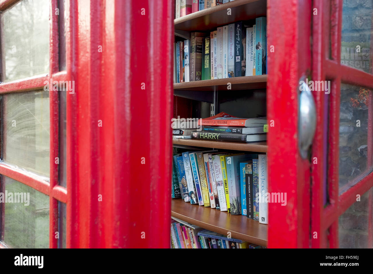Phone box library in Over Wallop Hampshire UK - Stock Image
