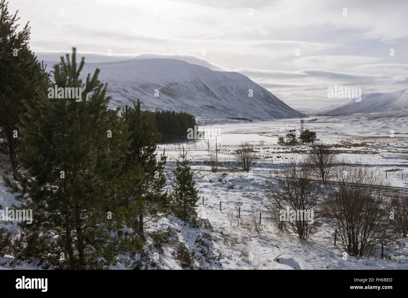 Scottish Highlands winter landscape looking southwest to Loch Garry from Dalnaspidal,Perthshire,Scotland,UK. - Stock Image