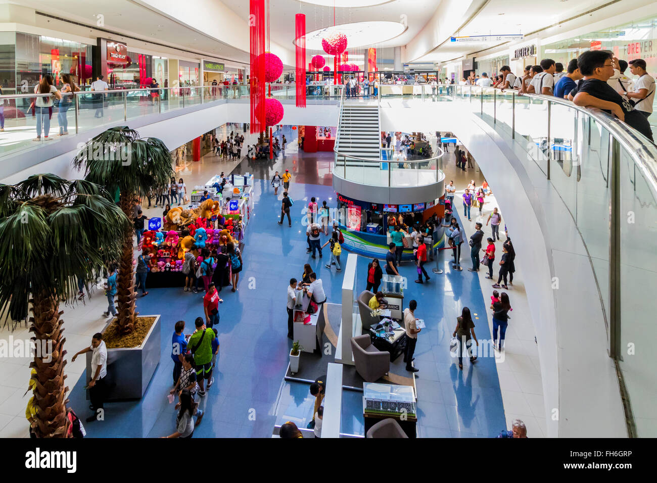 Shoppers at biggest shopping complex Mall of Asia Barangay, Bay City, Pasay,Philippines, - Stock Image