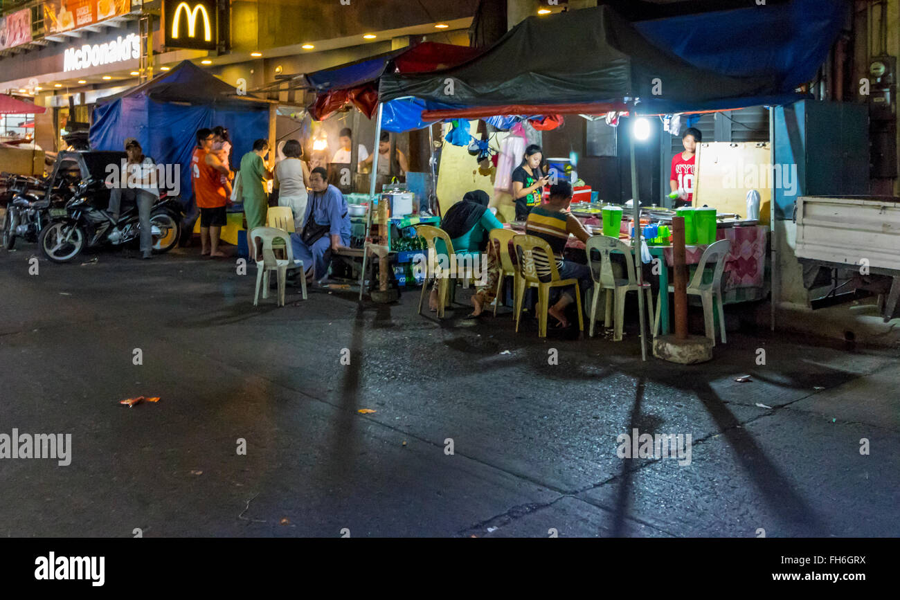 Vendor selling food and drink at night in Quiapo,Luzon