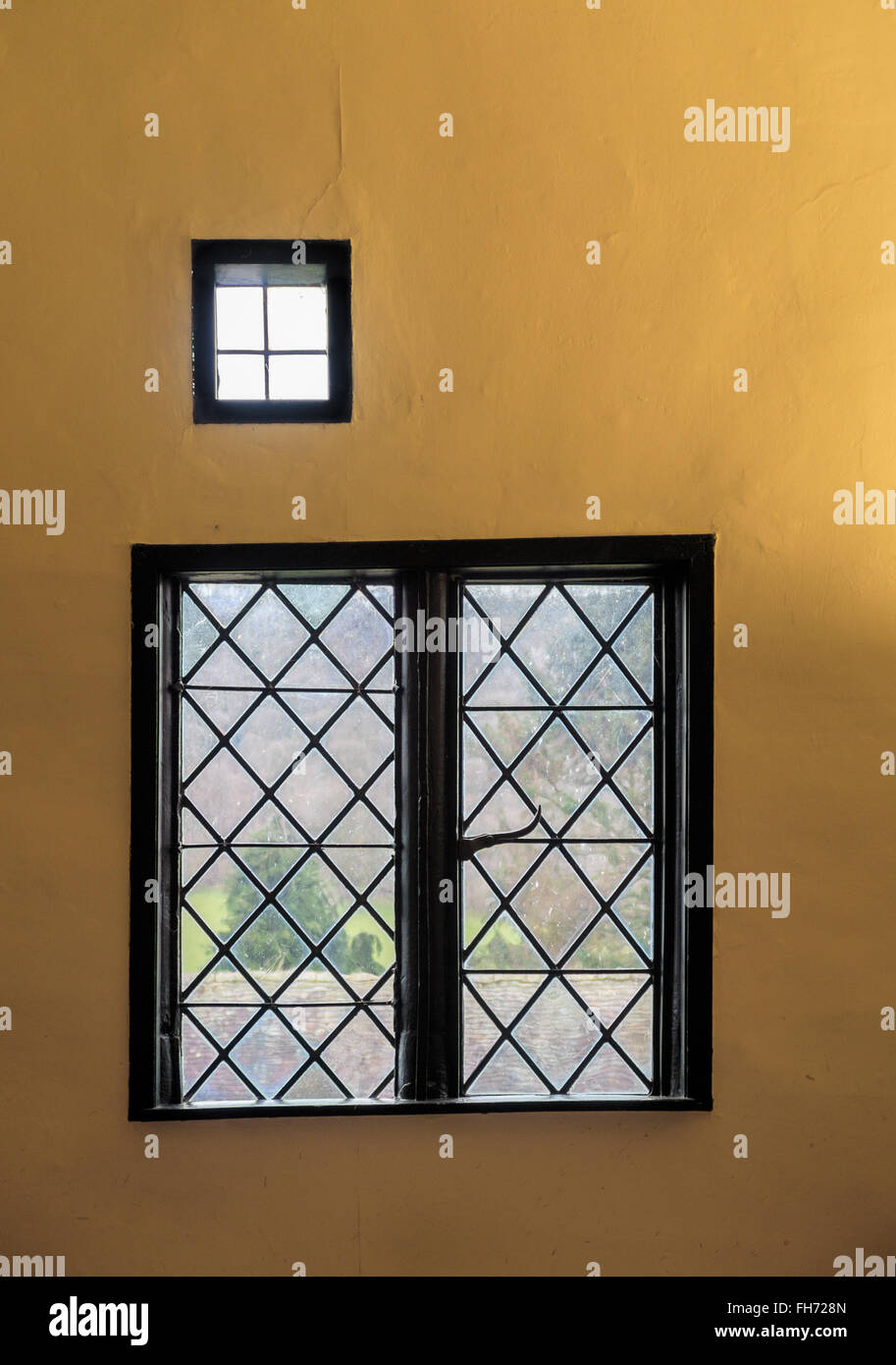 Details of windows in the gatehouse to Stokesay Castle. In Stokesay, Ludlow, England. - Stock Image
