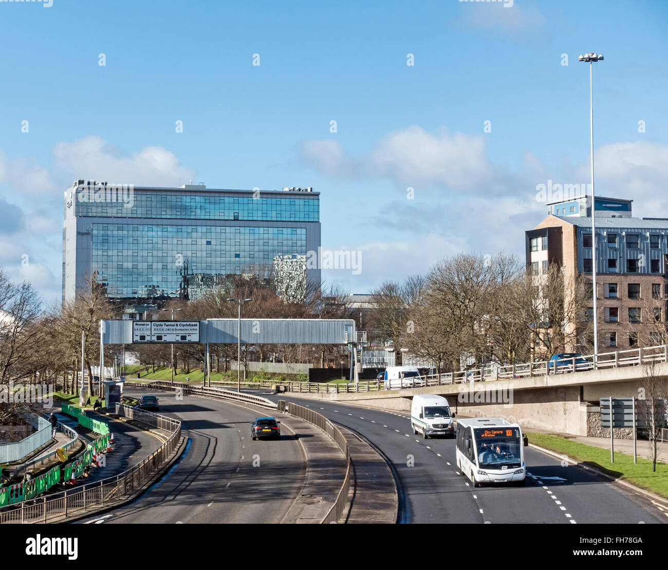 Skypark with office, retail and studio accommodation in Finnieston Glasgow Scotland with Clydeside Expressway in - Stock Image