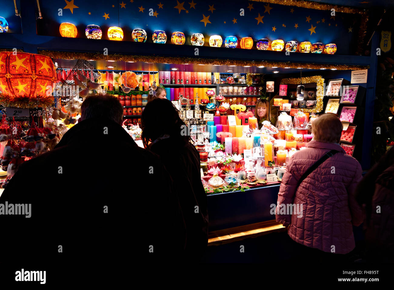 Shoppers at the German Christmas markets, Munich, Upper Bavaria, Germany, Europe. - Stock Image