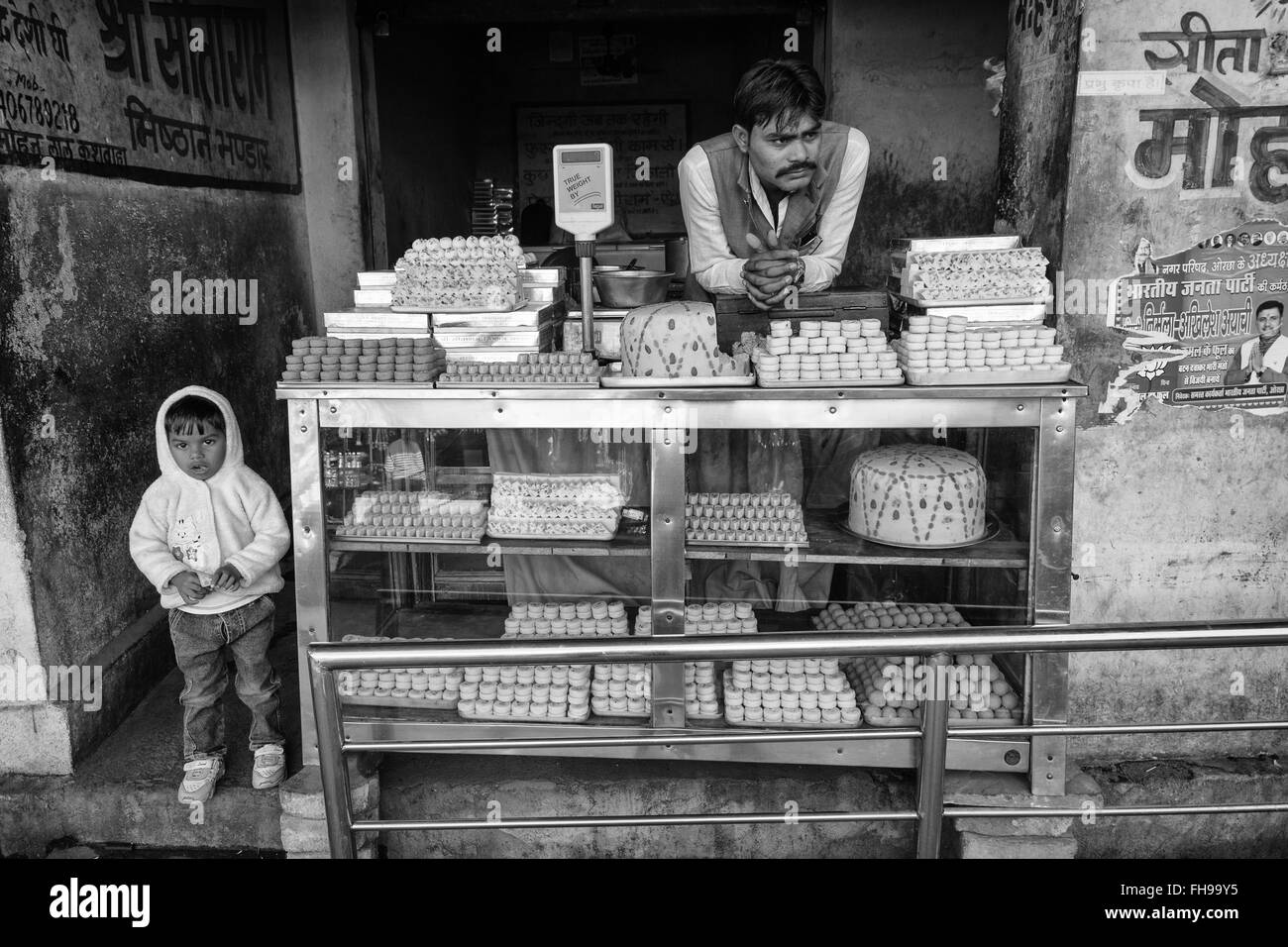 Sweet vendor and his child in Orchha, India. - Stock Image