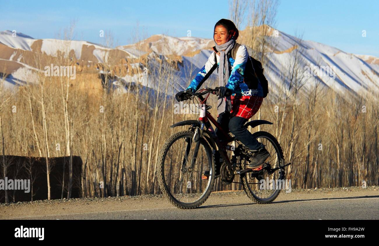 Bamyan, Afghanistan. 23rd Feb, 2016. An Afghan woman rides bicycle during a cycling event in Bamyan province, Afghanistan, - Stock Image