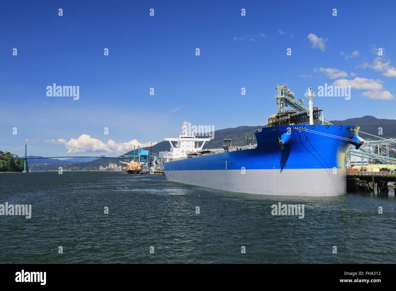 Large bulk carrier in the seaport of Vancouver - Stock Image
