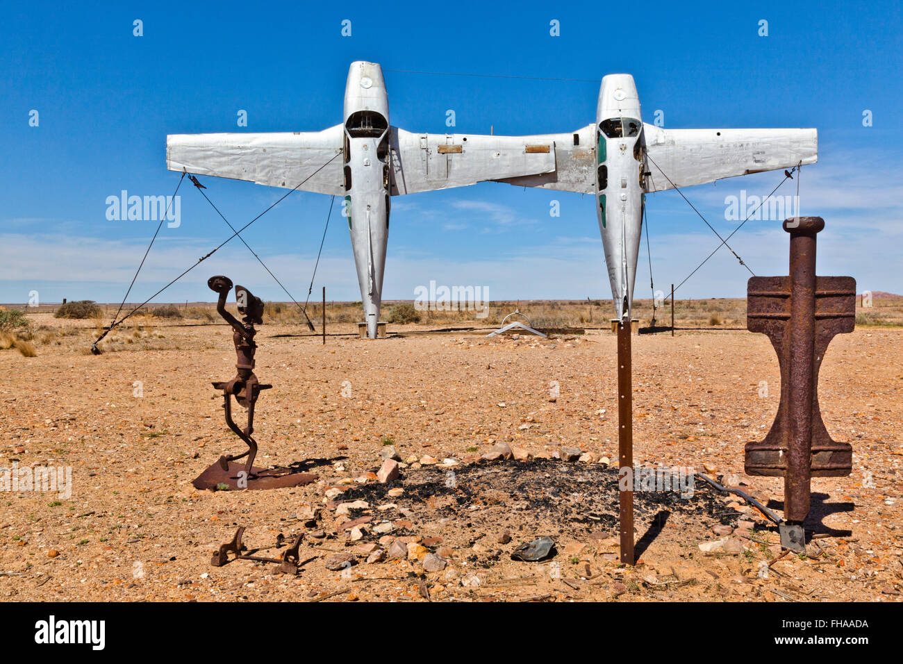 Mutonia Sculpture Park, Alberrie Creek, Oodnadatta Track, 'Plane Henge' instalations by Robin 'Mutoid' - Stock Image