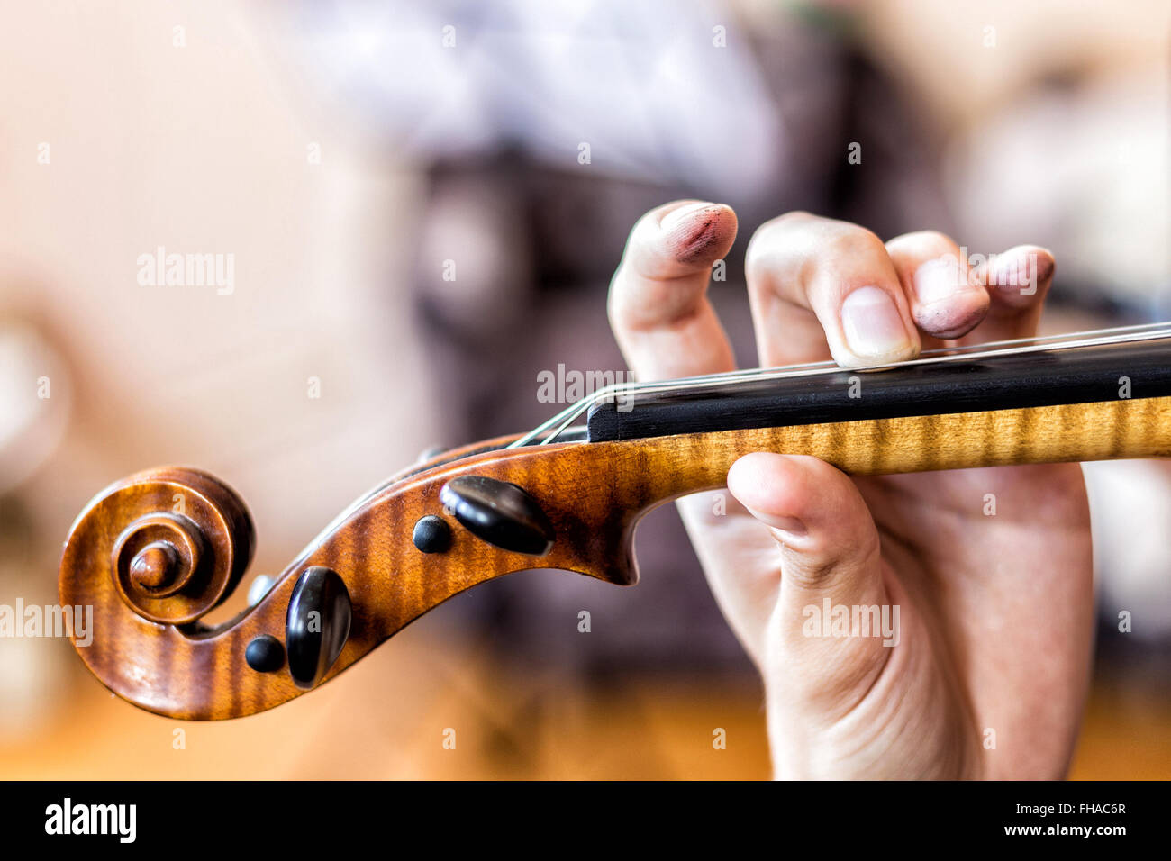 Playing the violin - Stock Image