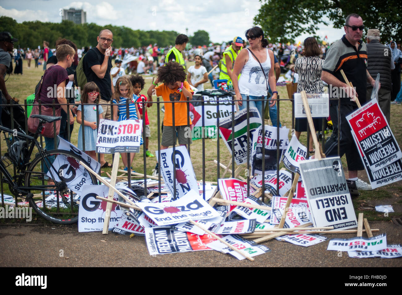 Pro-Palestinian placards and families, rally for Gaza, London, Aug 9, 2014 - Stock Image