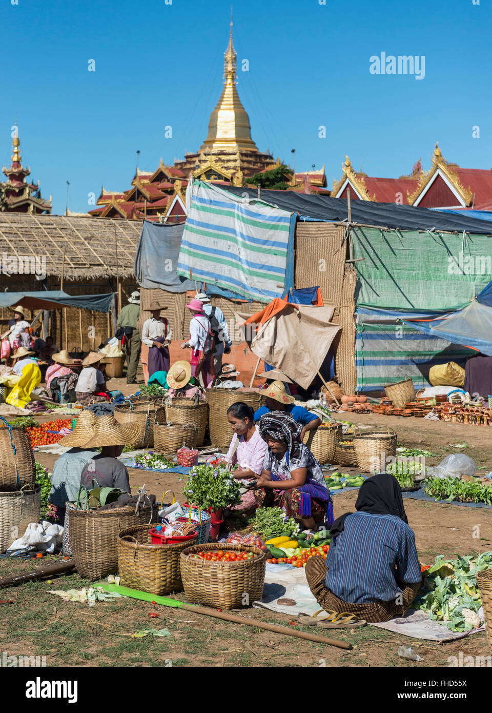 Market day at the Inle lake, Burma - Stock Image