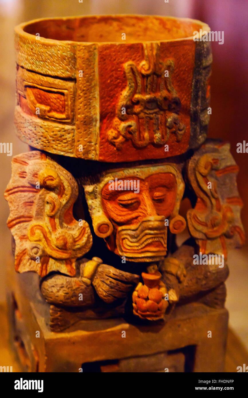 ZAPOTEC FIGURES taken from tombs in the CULTURAL MUSEUM OF OAXACA or Museo de las Culturas de Oaxaca - MEXICO - Stock Image