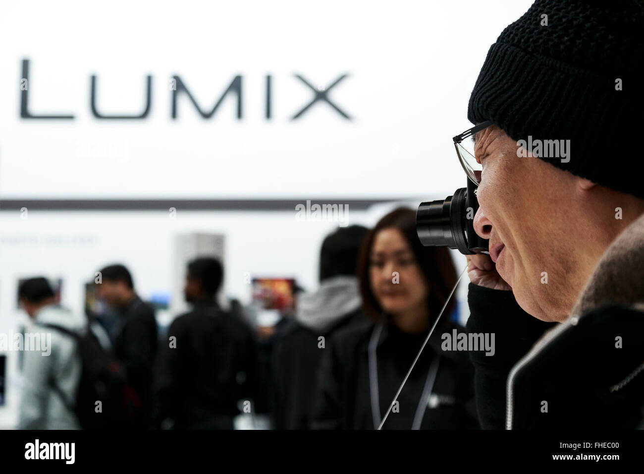 Yokohama, Japan. 25th February, 2016. A visitor tests a Lumix camera at the CP  2016 Camera & Imaging Show on - Stock Image
