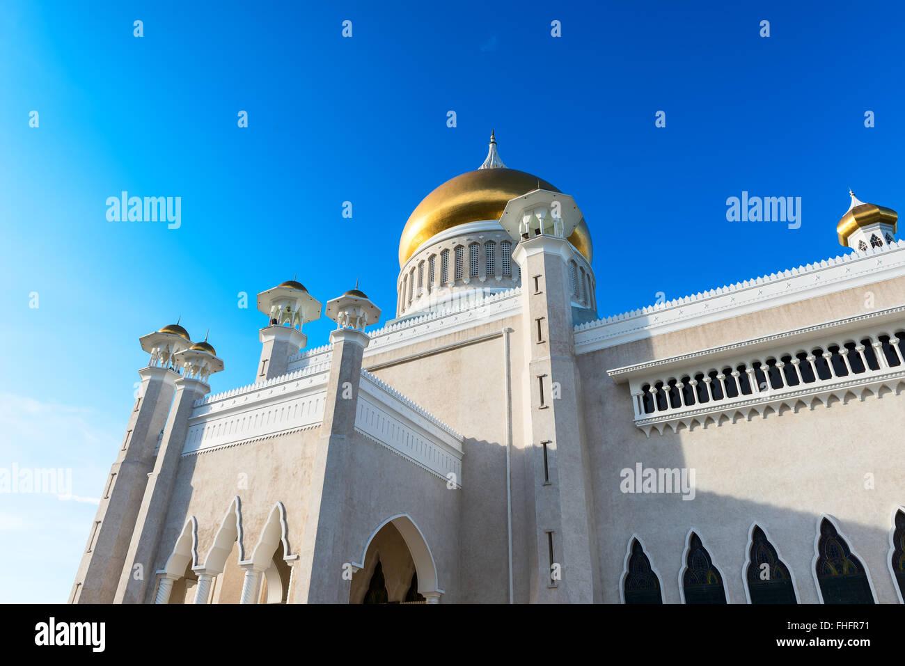 Masjid Sultan Omar Ali Saifuddin Mosque and royal barge in BSB,Bandar Seri Begawan,Brunei - Stock Image