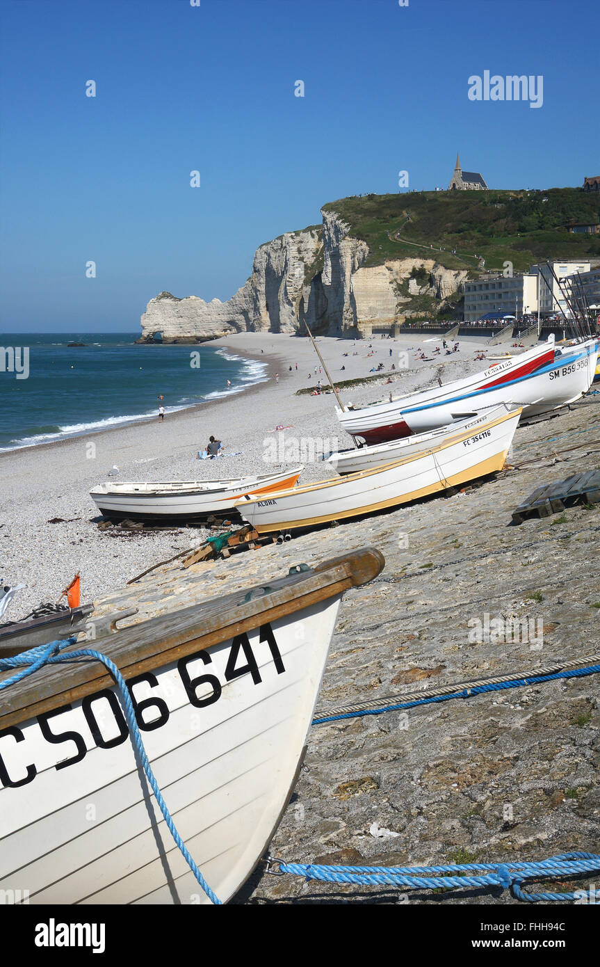 Etretat, Normandy, the beach with fishing boats and white cliffs. - Stock Image