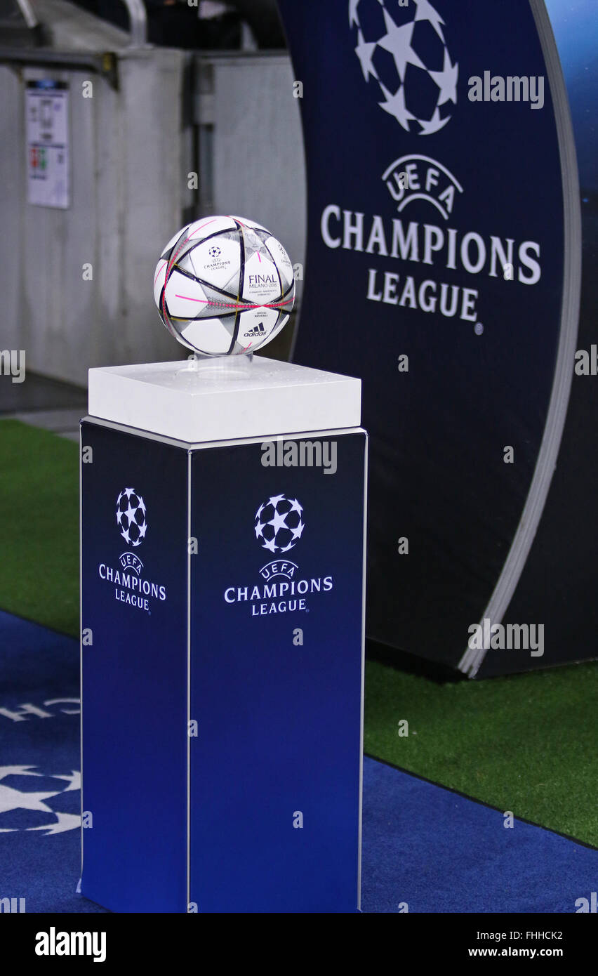 Made a contract excess fabric  Uefa Champions League High Resolution Stock Photography and Images - Alamy