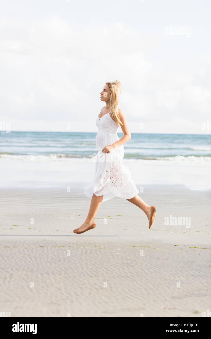 Beautiful blonde woman skipping - Stock Image