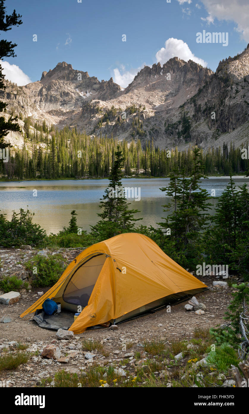ID00432-00...IDAHO - Campsite at Alice Lake in the Sawtooth Wilderness Area. - Stock Image