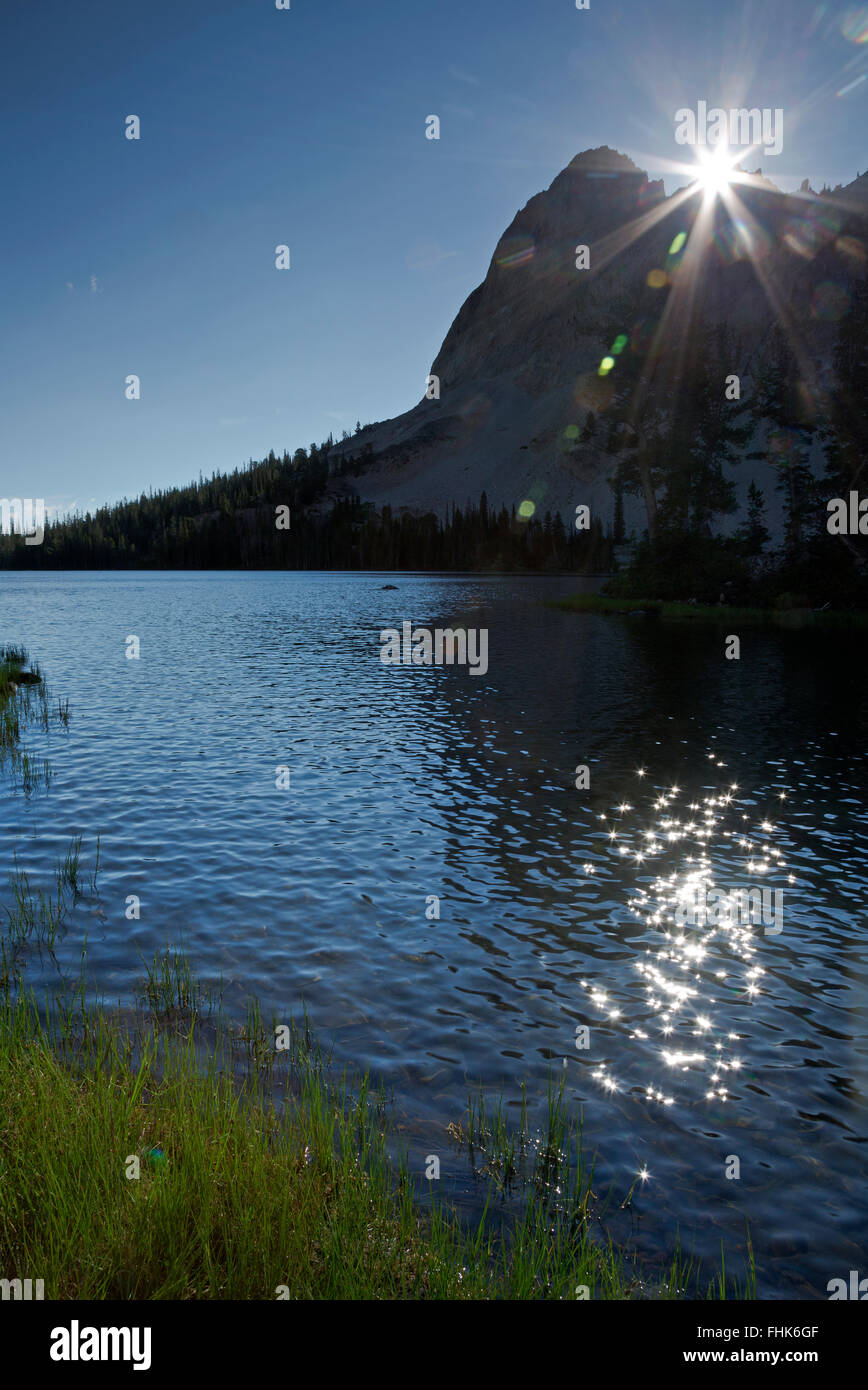 ID00448-00...IDAHO - Sunrising over El Capitan at Alice Lake in the Sawtooth Wilderness Area. - Stock Image