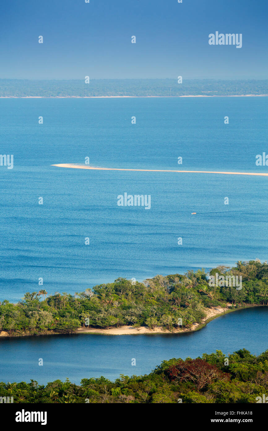 The Tapajos river and Ponta do Cururu beach near Alter do Chao - Stock Image