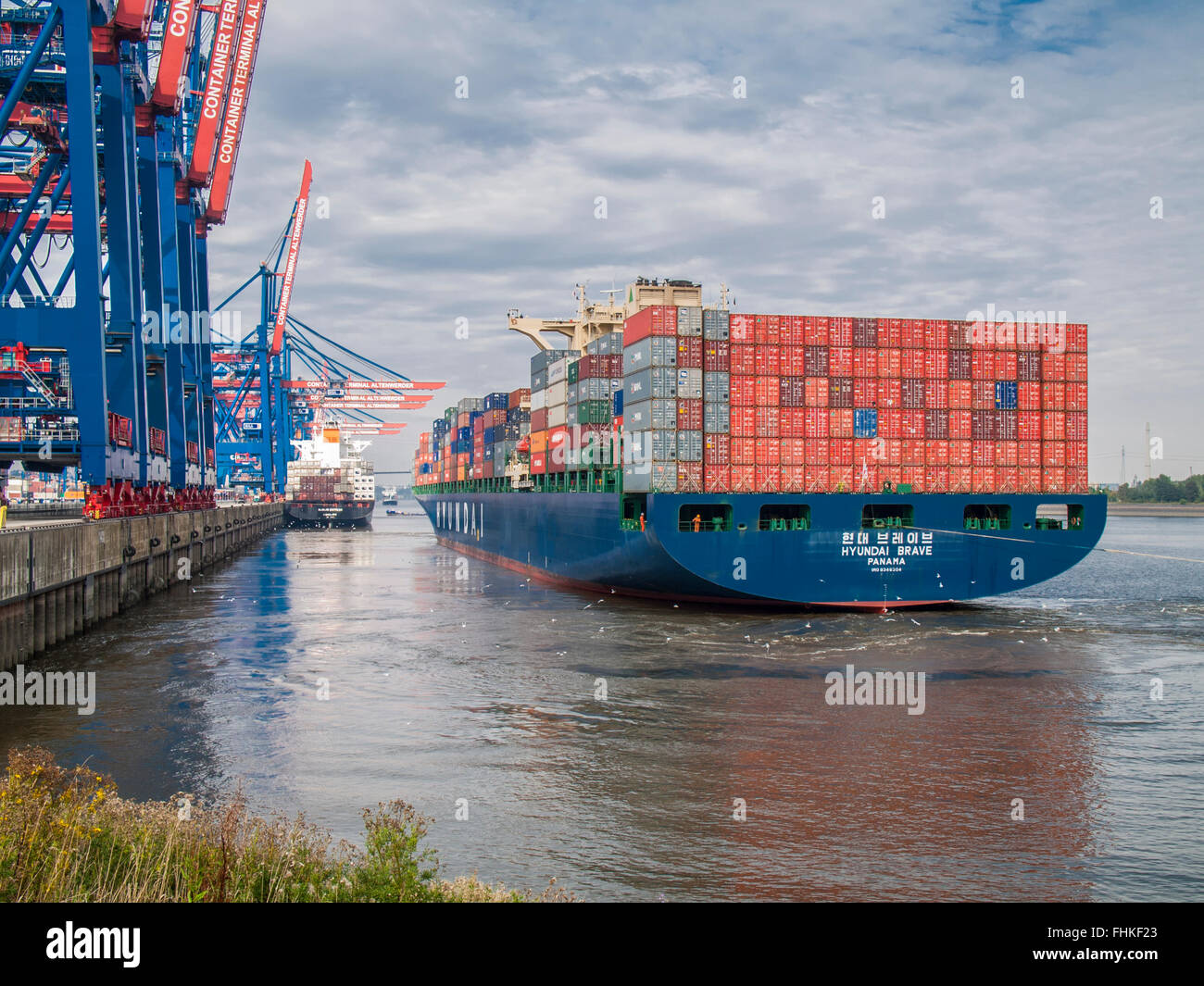 "Container Vessel ""HYUNDAI BRAVE"" of Hyundai casting off the CTA Container Terminal Altenwerder in the Port of Hamburg, Stock Photo"