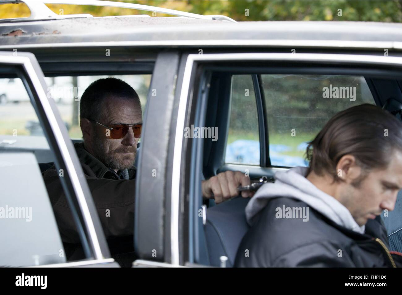 BRYAN CRANSTON & LOGAN MARSHALL-GREEN COLD COMES THE NIGHT (2013) - Stock Image
