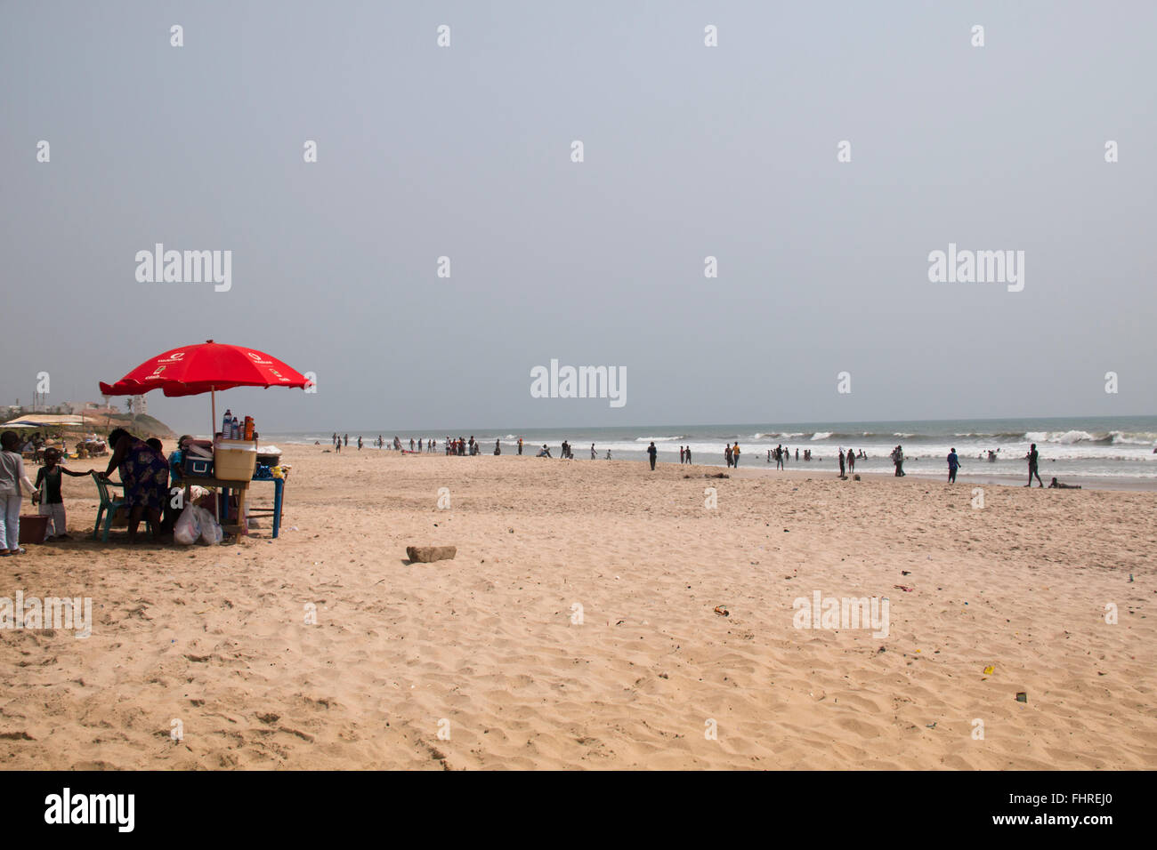 ACCRA, GHANA - JANUARY 2016: Food stall surrounded by people on the beach in Accra, Ghana at the Gulf of Guinea - Stock Image