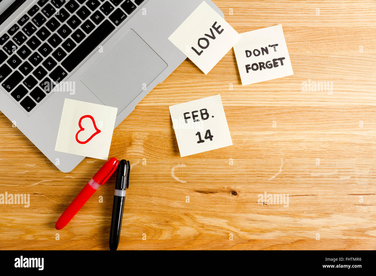 Don't forget on Valentine's Day message on the laptop - Stock Image