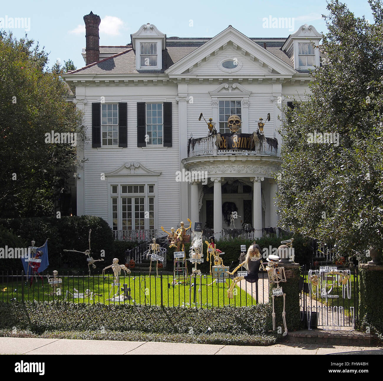 halloween in new orleans garden district beautiful big houses stock photo 97053253 alamy. Black Bedroom Furniture Sets. Home Design Ideas