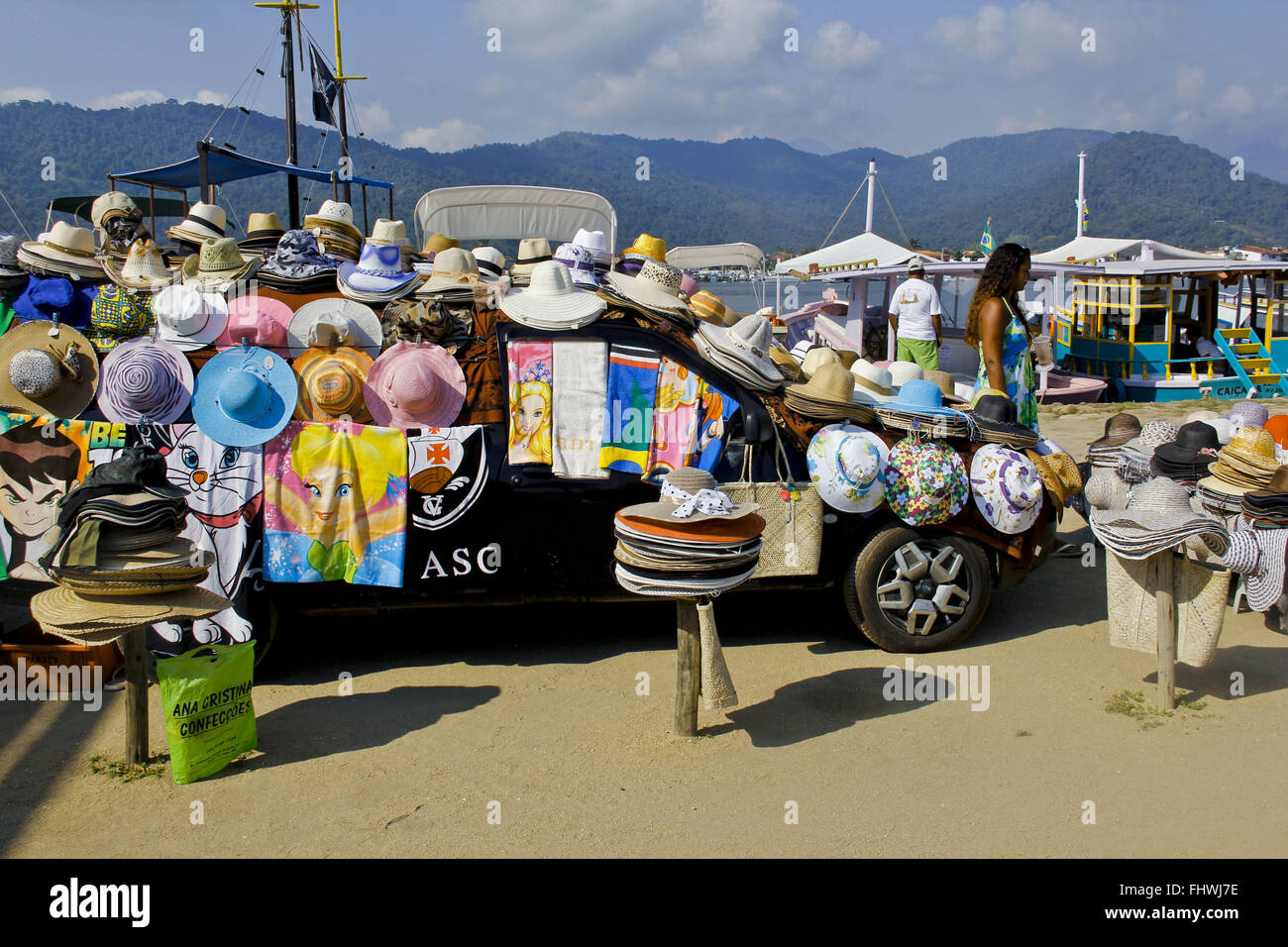 Articles covered beach near the pier car sales on the coast of Paraty - RJ - Stock Image