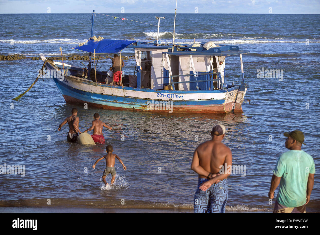 Fishing boats unloading lobsters in the Subaúma Beach - Stock Image