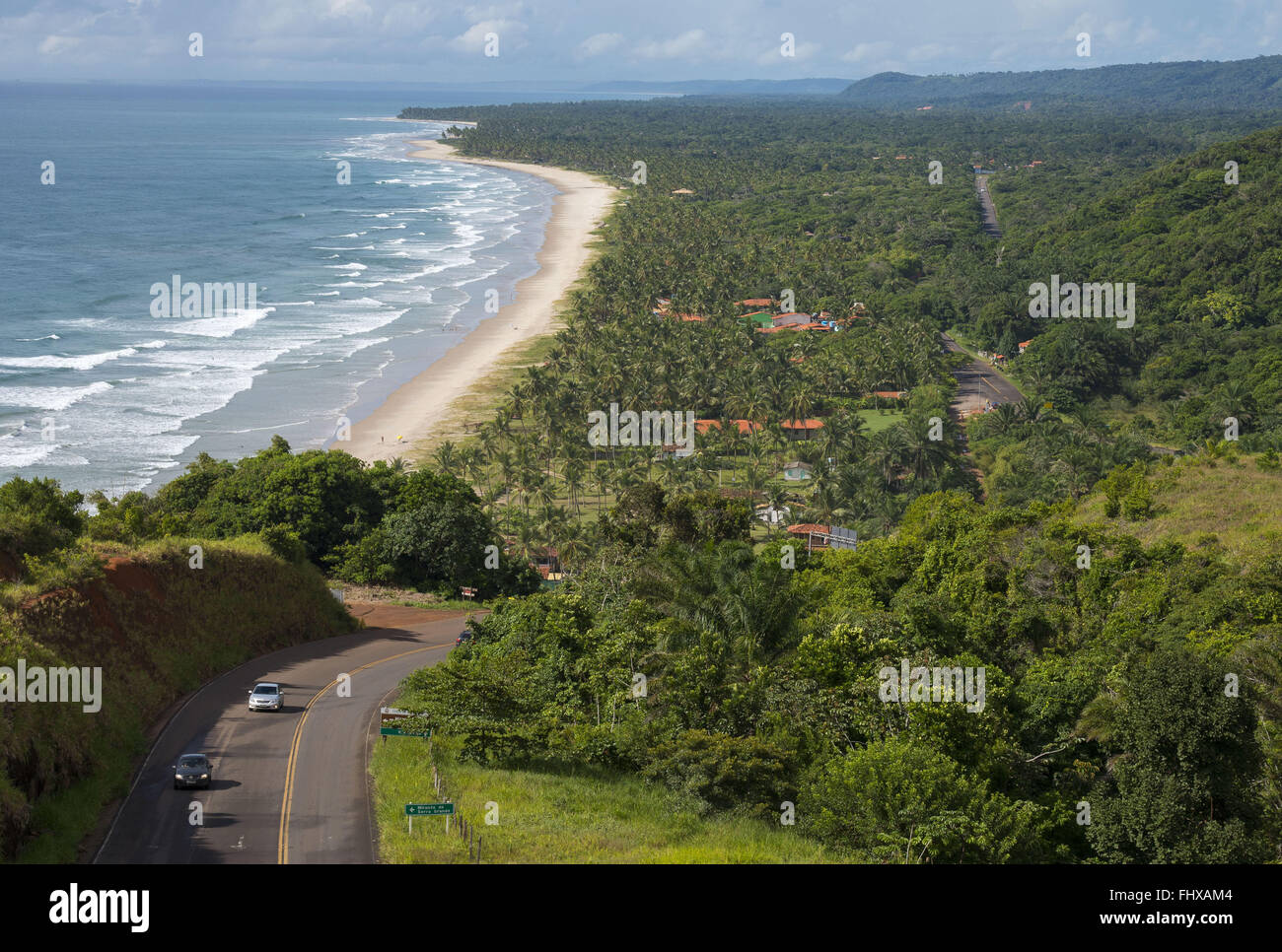 View of the BA-001 in the ascent of the Serra Grande - Sergi Beach Bar at the bottom - southern coast of Bahia - Stock Image