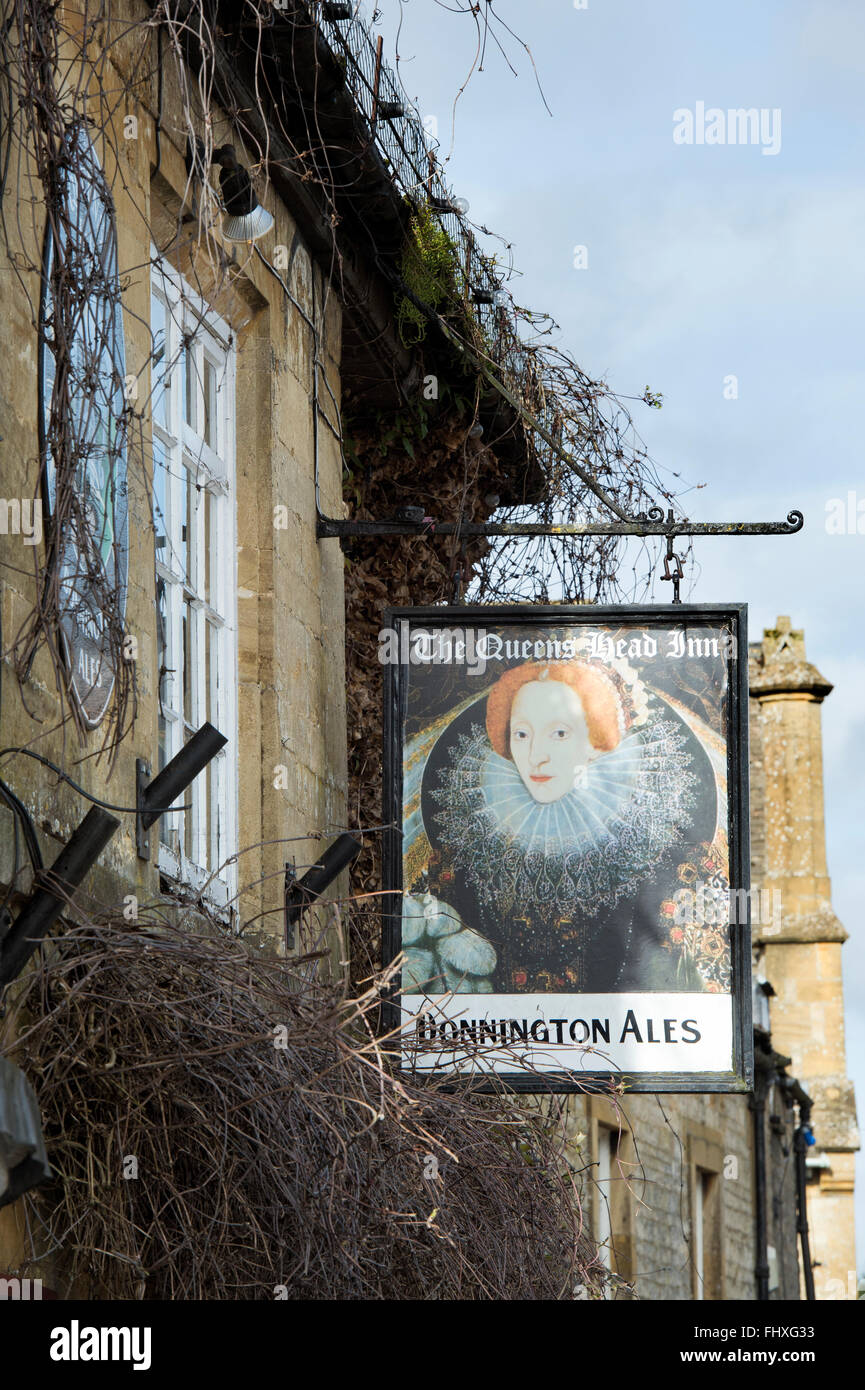 The Queens head pub sign, Stow on the Wold, Gloucestershire, Cotswolds, England - Stock Image