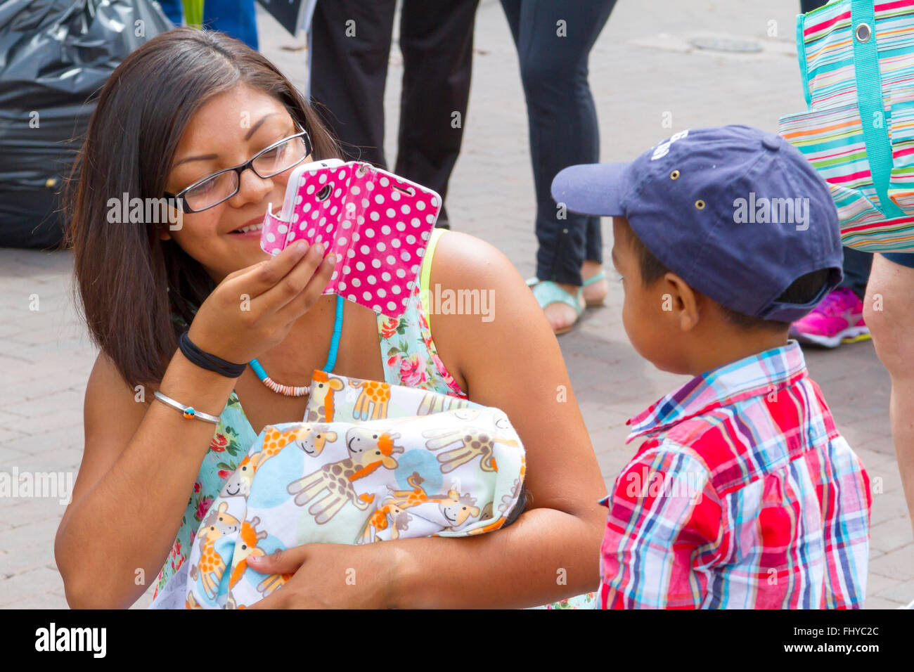 Santa Fe Indian Market mother photographing youngster with smart phone - Stock Image