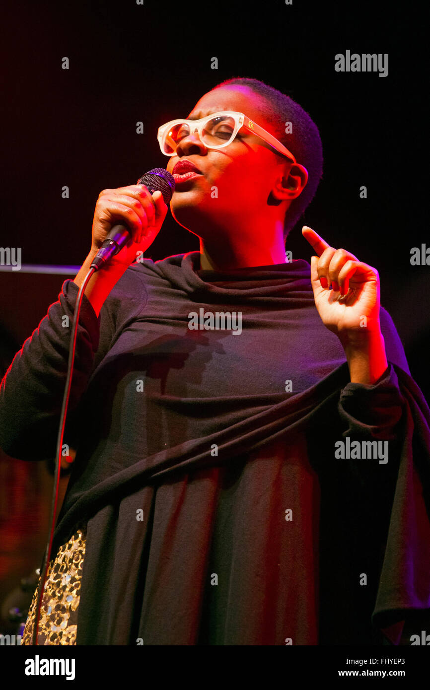 CELIA MCLORIN sings on the main stage at the 2014 MONTEREY JAZZ FESTIVAL - Stock Image