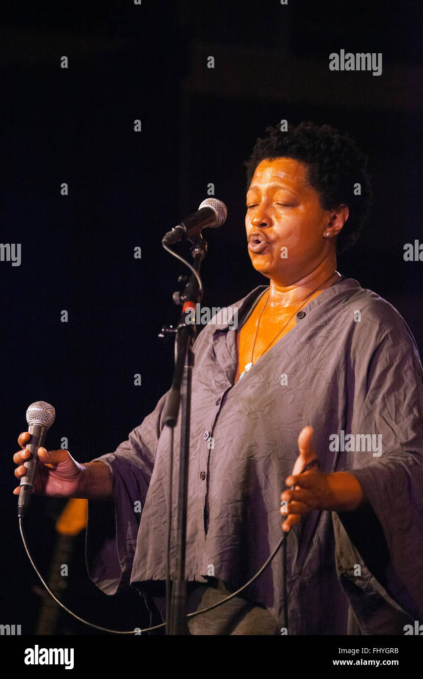 LISA FISCHER sings with GRAND BATON in the Night Club at the MONTERY JAZZ FESTIVAL - Stock Image
